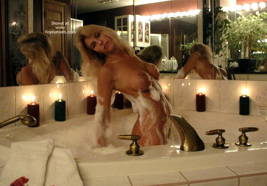 Pic #2 - Splish Splash 2 With Horny Lisa