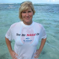 Wet T-shirt - Voyeur