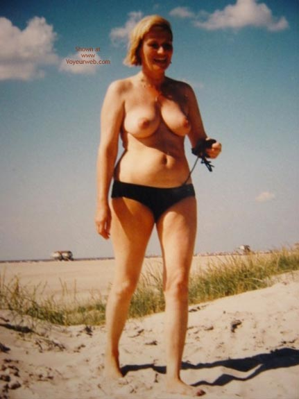 Pic #2 - Sexy Mature On The Beach