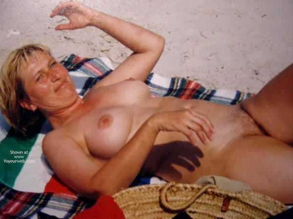 Pic #5 - Sexy Mature On The Beach