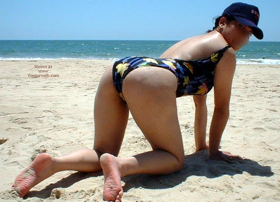 Pic #3 - Indiebabe Gets Naughty On The Beach