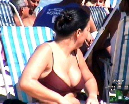 Pic #3 - Tits-in-Beach