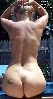 Pic #10 - Ellen's Sexy Rear