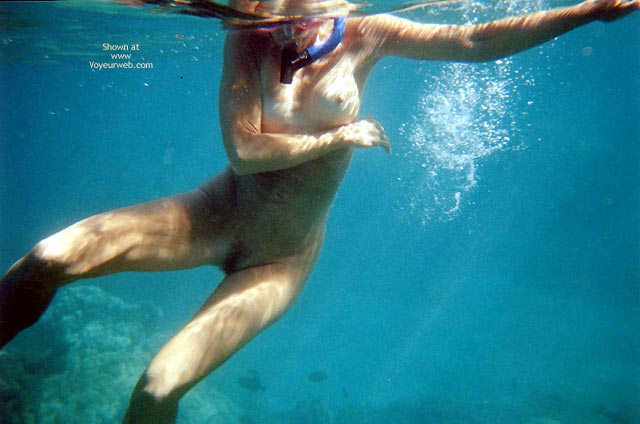 Pic #4 - Pearl Snorkelling Nude In Hawaii
