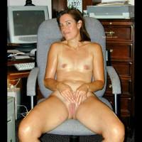 Sexy Suz Oiled Up & Masturbating
