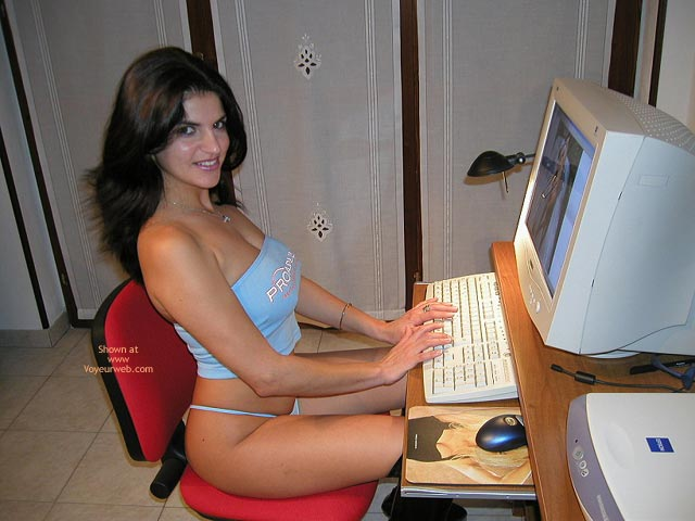 Pic #6 - Vanessa-Working At My Pc