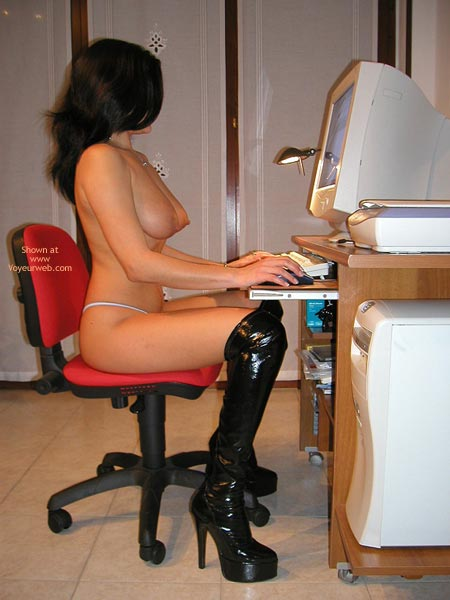 Pic #9 - Vanessa-Working At My Pc