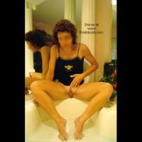 Rubba-dub-dub, hottie in the tub