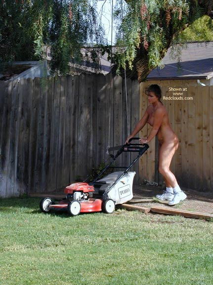 Pic #5 - Tm Doing Yard Work Nude