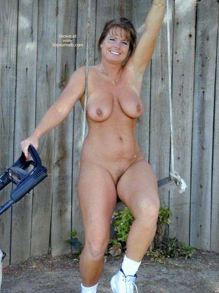 Pic #1 - Tm Does More Yard Work Nude