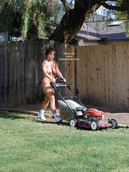 Pic #2 - Tm Does More Yard Work Nude