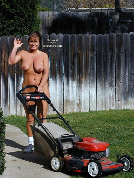 Pic #3 - Tm Does More Yard Work Nude