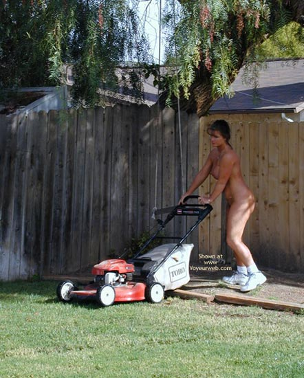 Pic #5 - Tm Does More Yard Work Nude