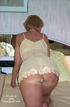 Pic #2 - my nude wife 35 years old