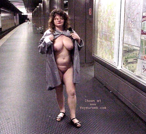 Pic #1 - Jenny nude in the city
