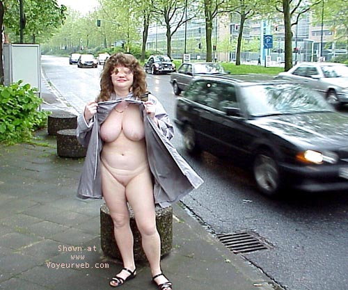 Pic #6 - Jenny nude in the city