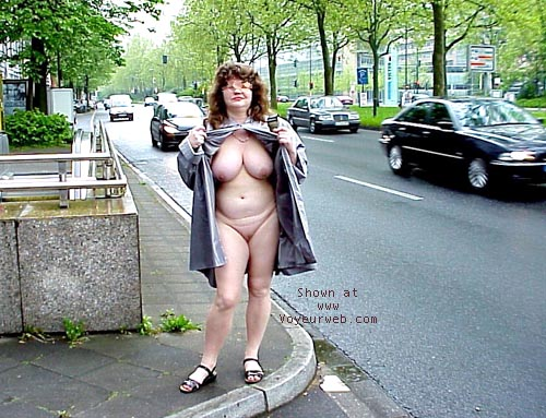 Pic #7 - Jenny nude in the city
