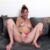 Cindy Spreads Her Pussy