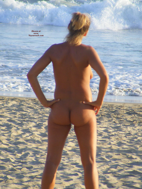 Full Frontal Nude Hottie Plays Beach Volley Ball - April -1413