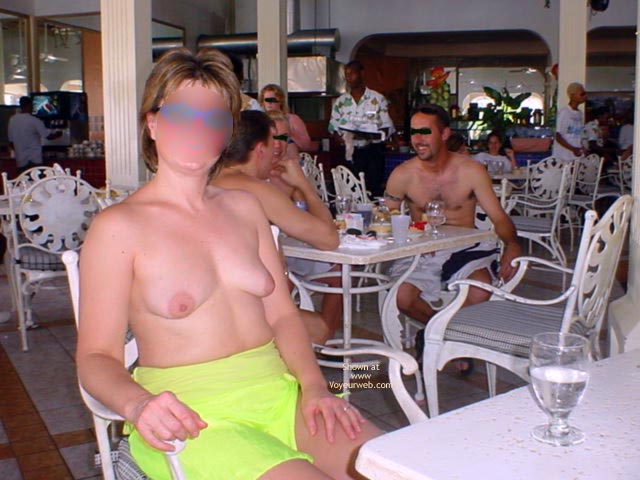 Pic #1 - Midwest Cindy Visits Hedo 1 (Blur)