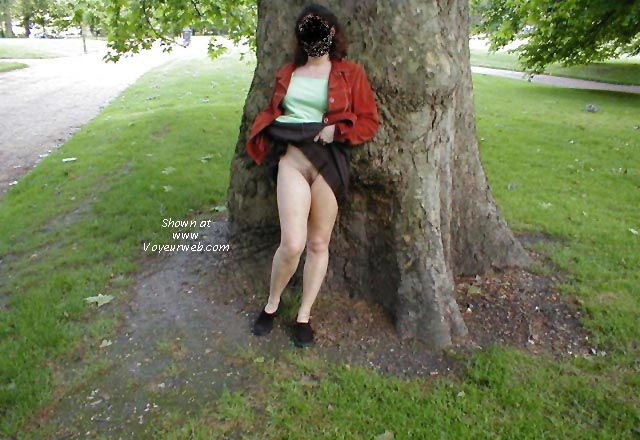Pic #5 - Janie flashing in Green Park
