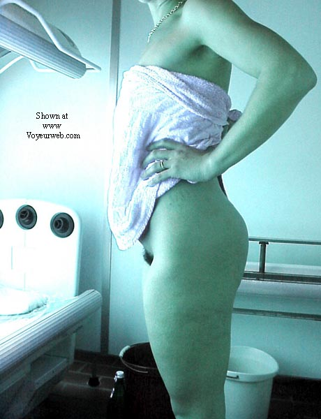 Pic #1 - Lisa in the tanning room