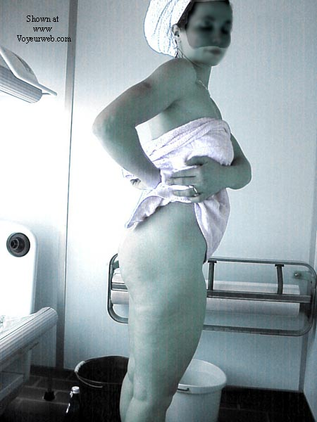 Pic #4 - Lisa in the tanning room