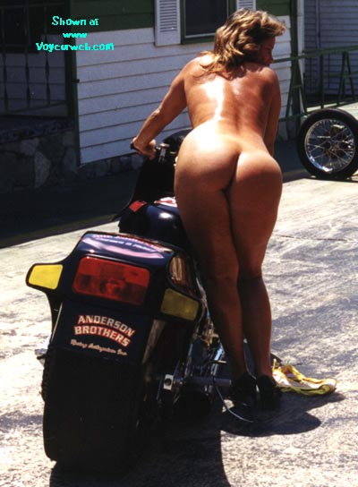 Pic #7 - Haulin' Ass