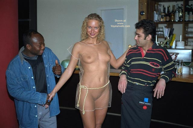 Pic #3 - Naked Annabella And Public Reactions