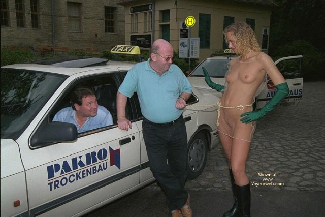 Pic #5 - Naked Annabella And Public Reactions