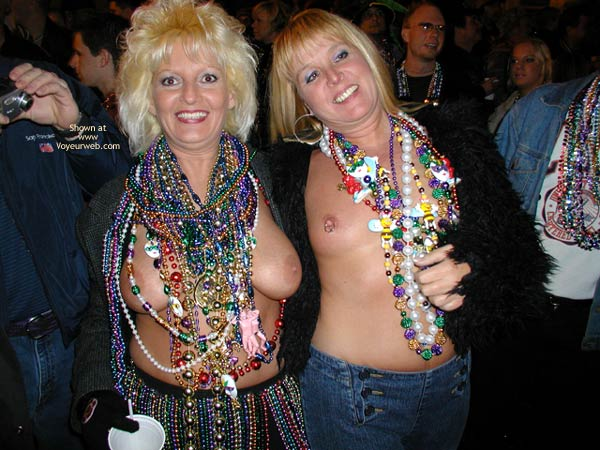 Pic #1 - Stlouisfungirlmeetsflashinggal At Fat Tuesday