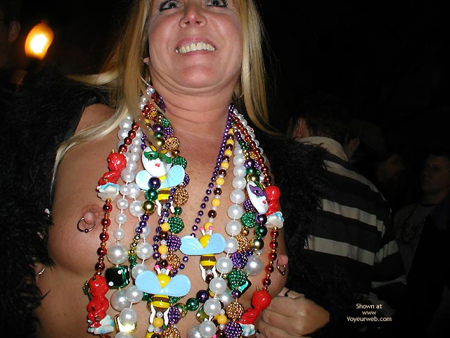 Pic #4 - Stlouisfungirlmeetsflashinggal At Fat Tuesday