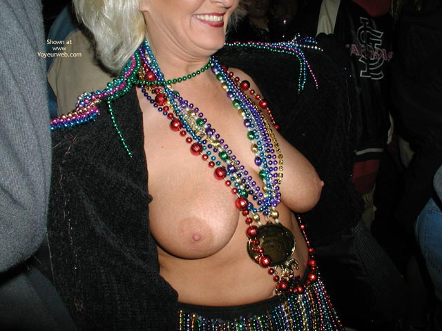 Pic #6 - Stlouisfungirlmeetsflashinggal At Fat Tuesday