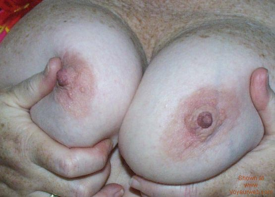 Pic #3 - Excellent Boobs, Close-Up!