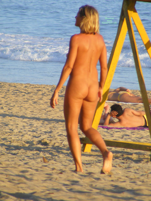 Full Frontal Nude Hottie Plays Beach Volley Ball 2 - April -2812