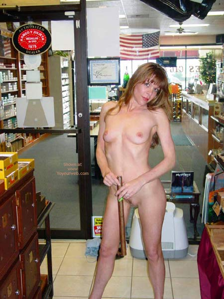 Pic #7 - Cigar Shopping!