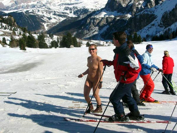 Snow skiing in the nude