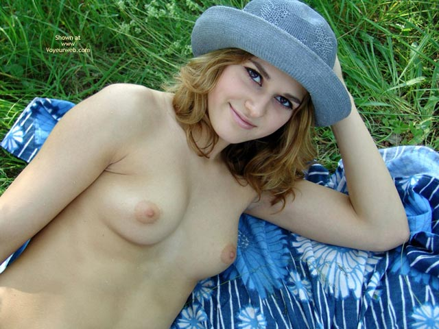 Pic #5 - I Pose For You Nude On The Grass
