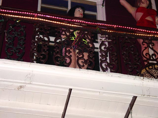 Pic #4 - Balcony Upskirts In New Orleans