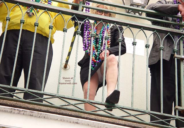 Pic #6 - Bourbon Street  Balcony Upskirt