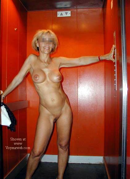 Pic #5 - laetitia nude in the lift