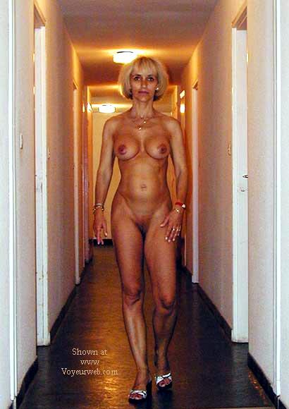 Pic #6 - laetitia nude in the lift
