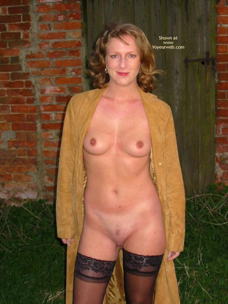 Pic #2 - Saucyminx Naked Outside 1