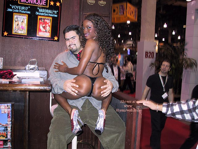 Pic #4 - More of 2001 AVN Convention