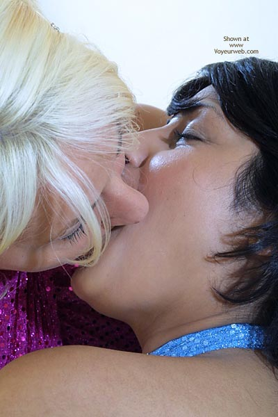 Pic #6 - Jan Kissing With Tabeth And Ruth