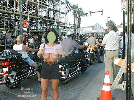 Pic #5 - *NS Monique Nude In The Street