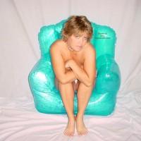 *Oc Denice'S Blue Bubble Chair