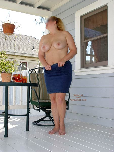 Pic #6 - Curvy Kay On The Porch