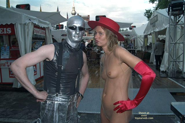 Pic #3 - *Co Annabella Nip Speaks With Alien And Clown