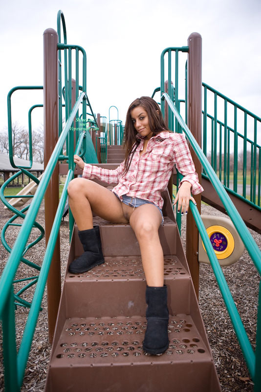 Pic #3 Leanna In The Park